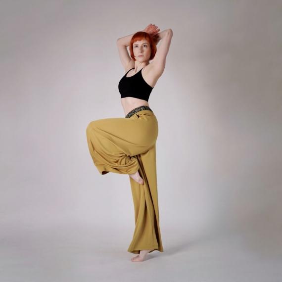 Spodnie Against all odds musztardowo-żółte